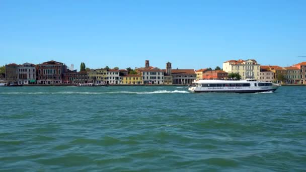 Venezia, Italia - 16.08.2018: Case variopinte sullisola di Giudecca, Venezia Italia