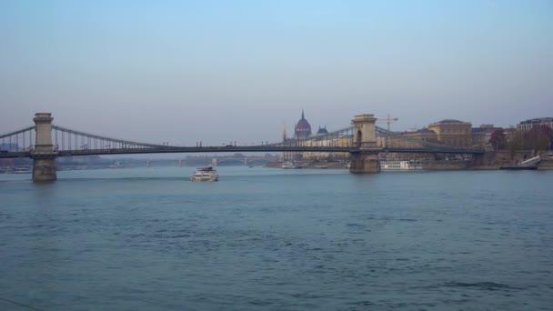 Budapest, Magyarország - 11.11.2018: kilátás a lánc-híd, Budapest
