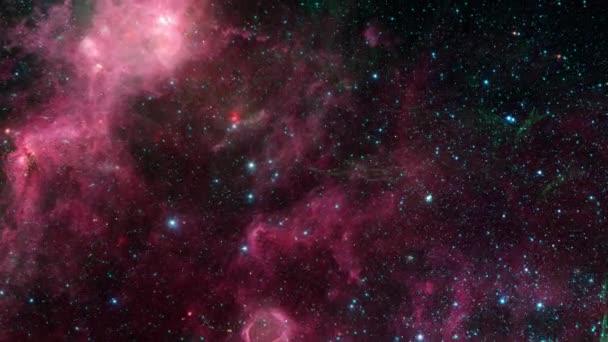 Vesmírný let do hvězdného pole v oblasti zrození a smrti. 4K 3D Fly přes prostor galaxie ve vesmíru singularity velký třesk prostoru. Abstraktní sci-fi video s prostorem, galaxiemi, mlhovinami, hvězdami