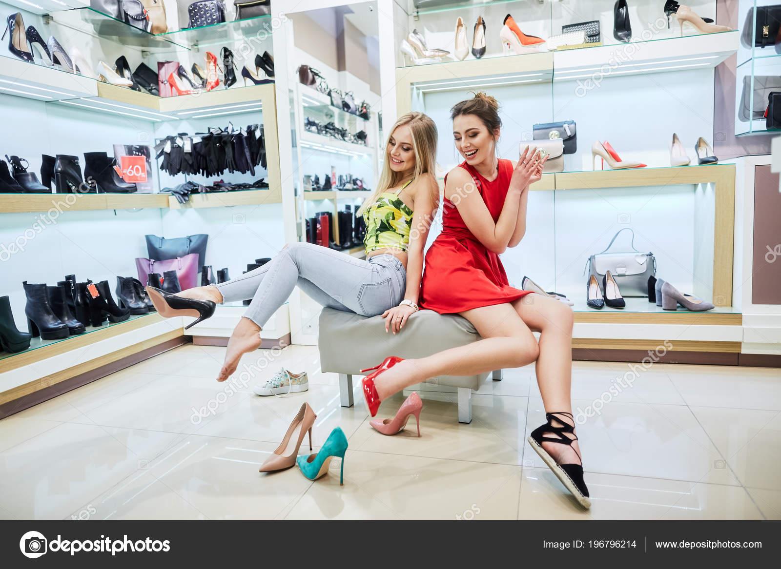 d1729afa2fe Pretty Young Women Buying Shoes Shopping Mall — Stock Photo ...