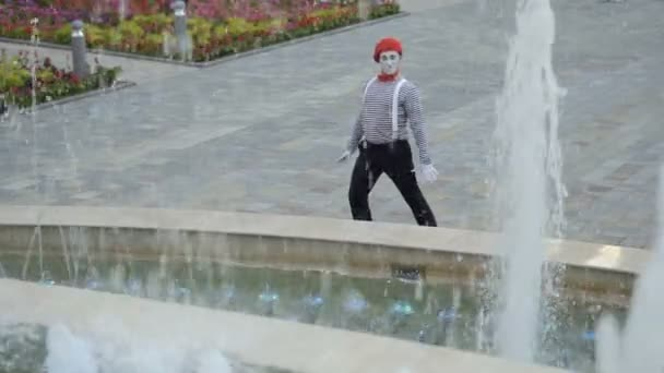 Funny mime dancing near the fountains