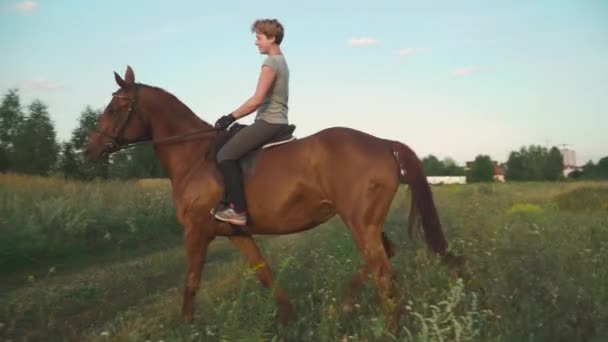 dívka je jízda na koni