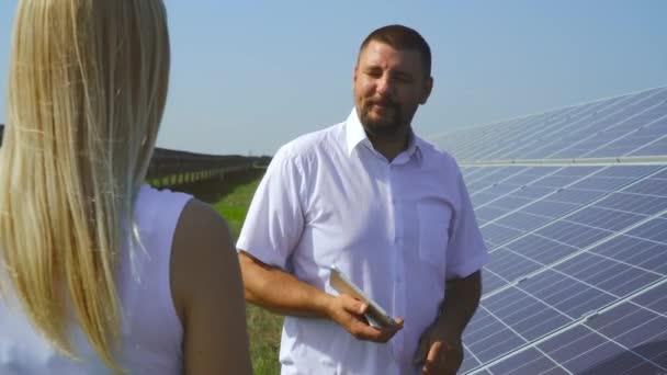 Pár mluvit na solární elektrárny