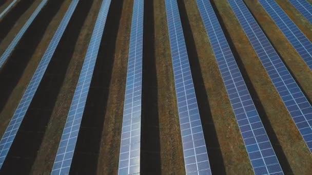 Stanice alternativní energie ze solárních panelů. Střílel na DRONY