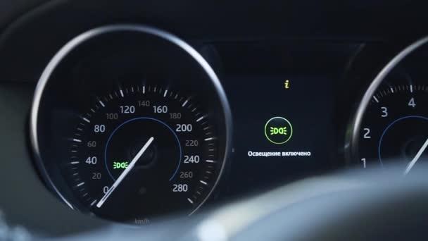 Panel digital dashboard auta nabízí displej s vysokým rozlišením