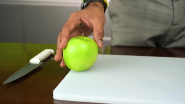 jablko na stole