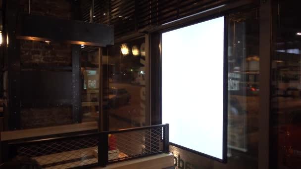 Prázdné reklamní billboard v kavárně