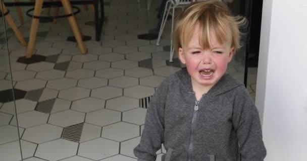 Childrens isteria nella caffetteria