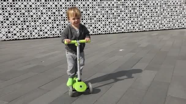 Dětské jezdecké zelená koloběžka