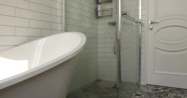 Koupelna pastel a nahé barvy velkolepé lázně