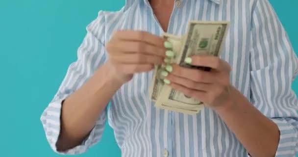 Ženy plýtvat penězi