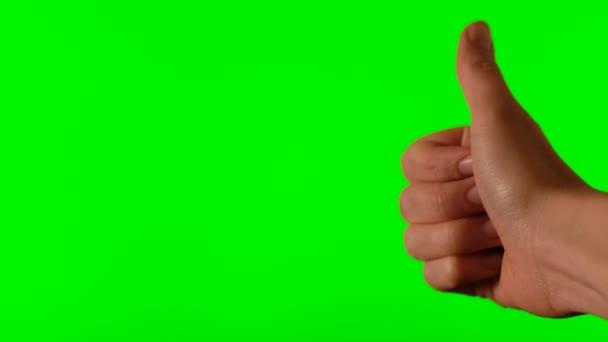 Hand mit erhobenem Daumen auf grünem Hintergrund
