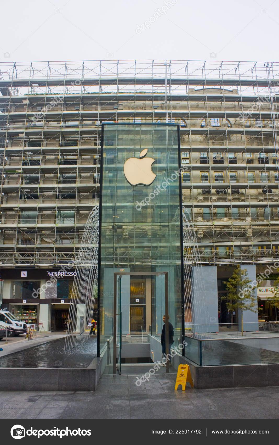 Efterstræbte Italien Mailand November 2018 Ungewöhnliche Glas Gebäude Des Apple UB-33
