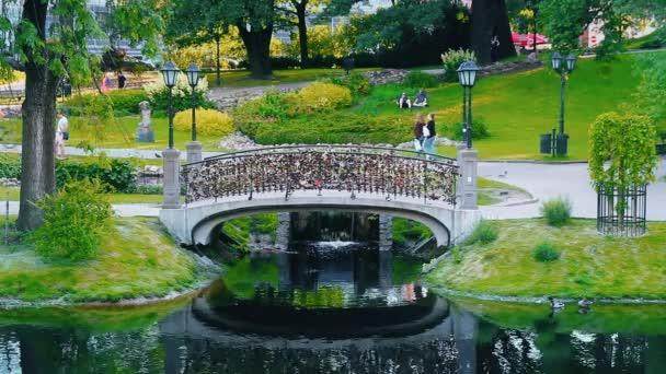 Most se zámky v Vermansky parku Riga, Lotyšsko