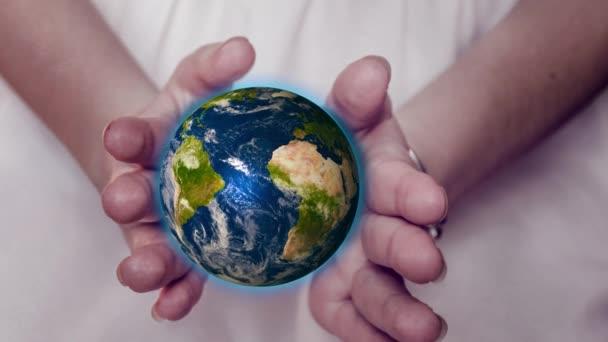 Csodálatos bolygó a föld a női kéz. Ez a kép által nyújtott Nasa elemei