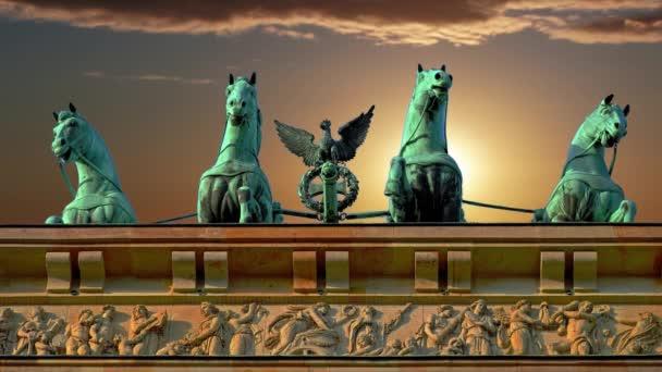 Turistika v hlavním městě Německa. Braniborská brána v Berlíně.