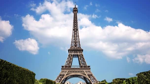 Eiffelova věž symbolem Paříže Francie