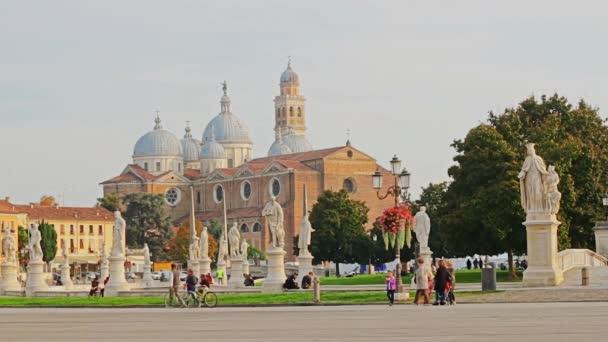 Piazza della Valle a bazilika Santa Justina v Padově
