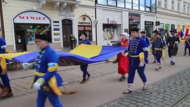 Košice, Slovensko - 8 května 2016: Maškarní průvod na festivalu město.