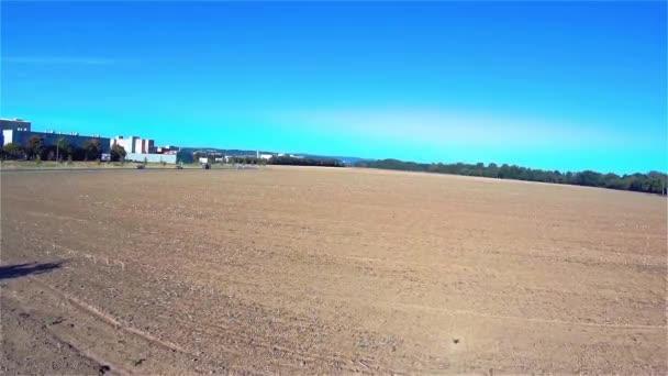 Drohnen fliegen über den Feldpark, Quadrocopter, Flugzeuge, Landschaft, Europa