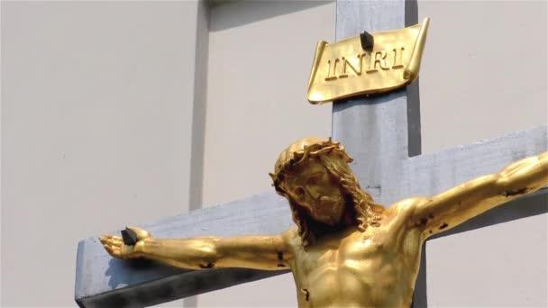 Arany Jézus Krisztus a kereszten, kis templom, feszület