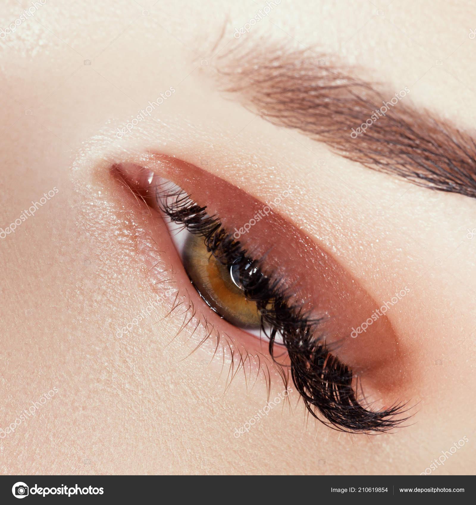 Zbliżenie Woman Niebieski Oko Piękny Brązowy Makijaż Smokey Oczy