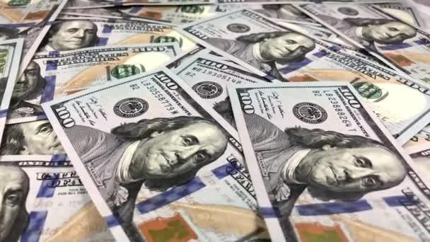 klesající 100 dolarové bankovky