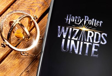 Time-Turner and smartphone with Harry Potter