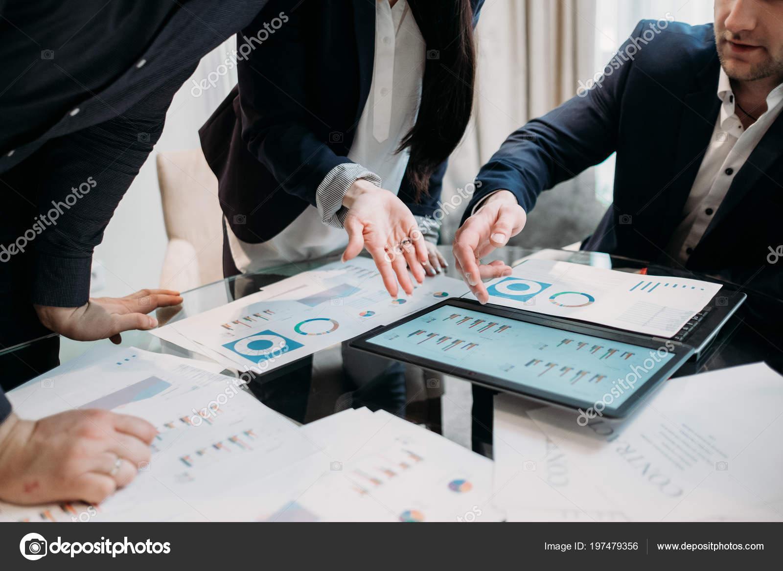 gestión de reuniones problemas papeles — Fotos de Stock © golubovy ...