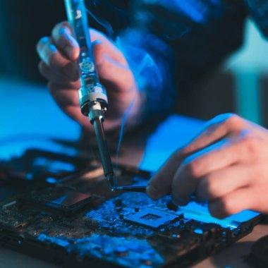 hardware maintenance repair electronics renovation