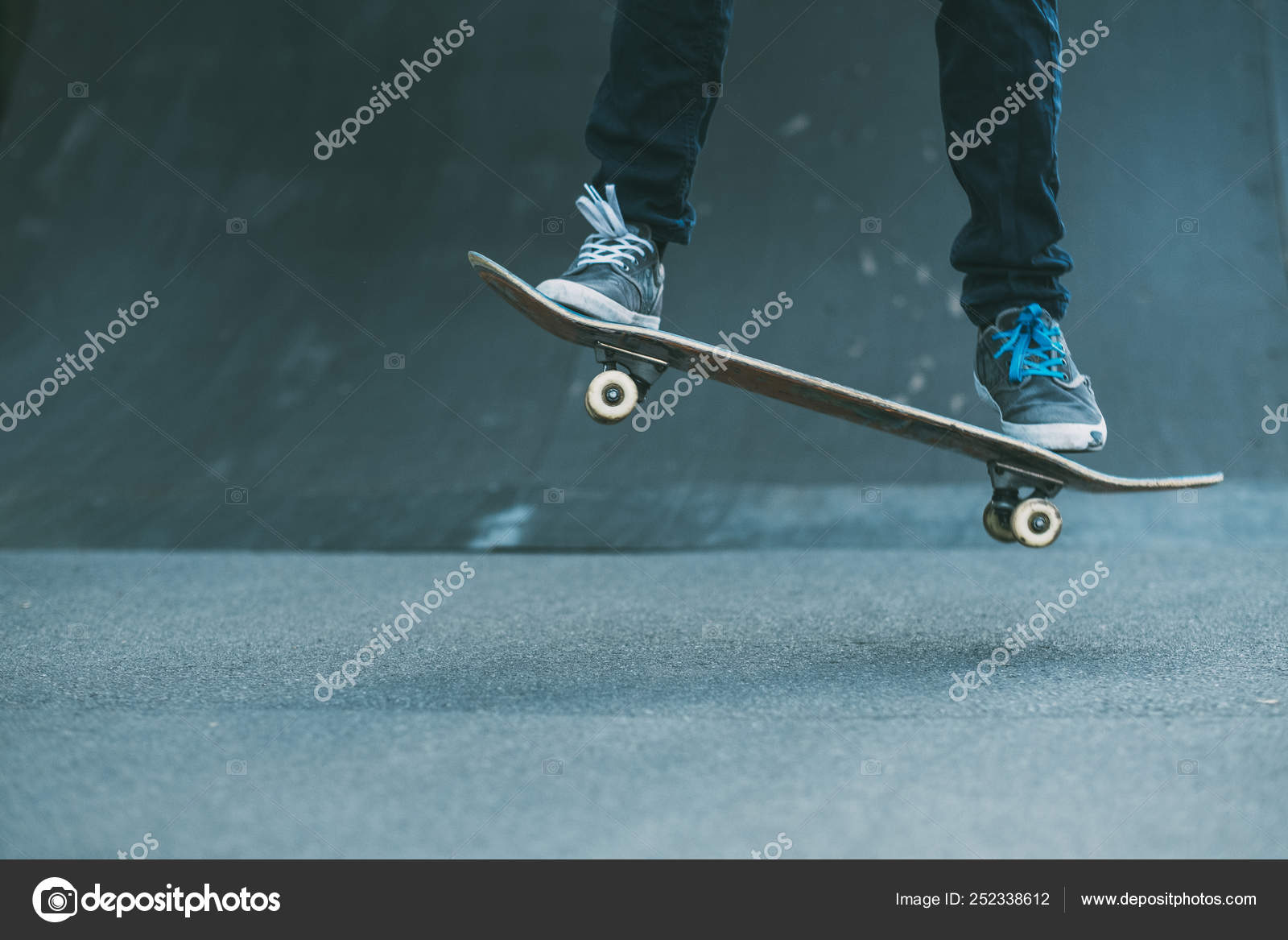 dcd35d04 Urban man hobby skateboarding leisure trick park — Stock Photo ...