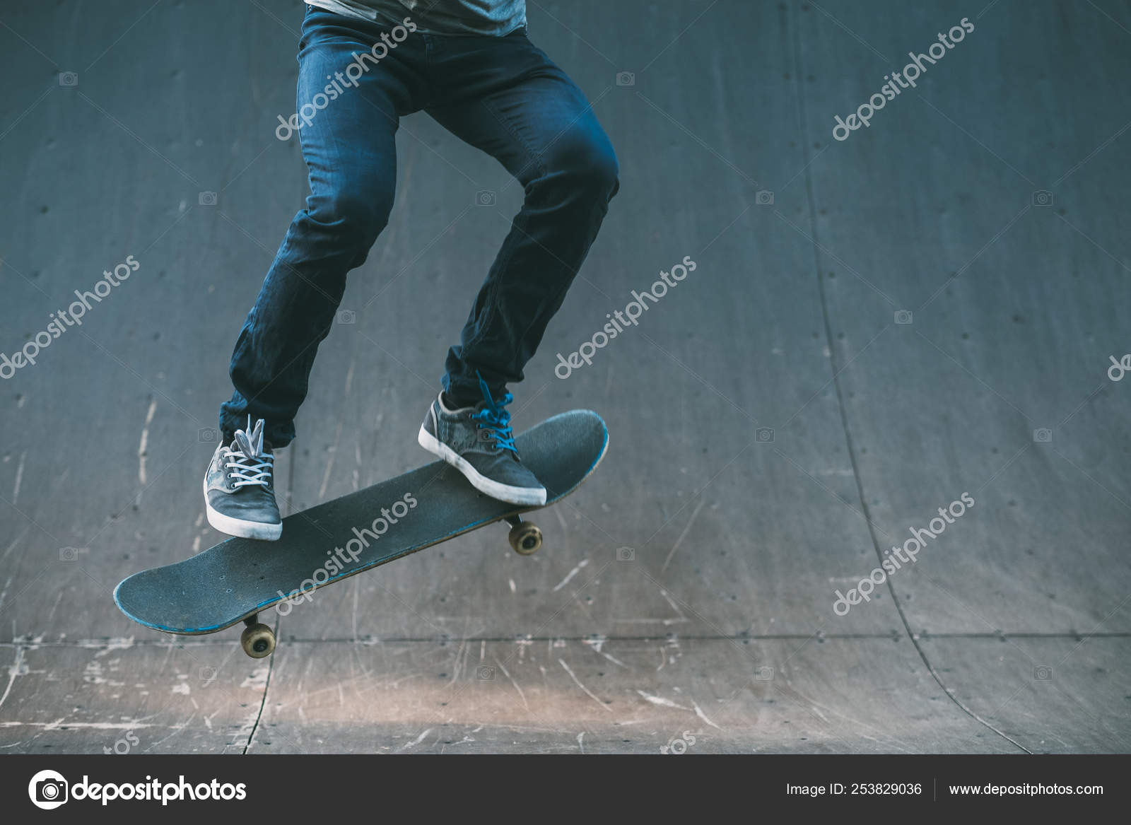 7af213b2 urban man hobby skateboarding leisure trick park — Stock Photo ...