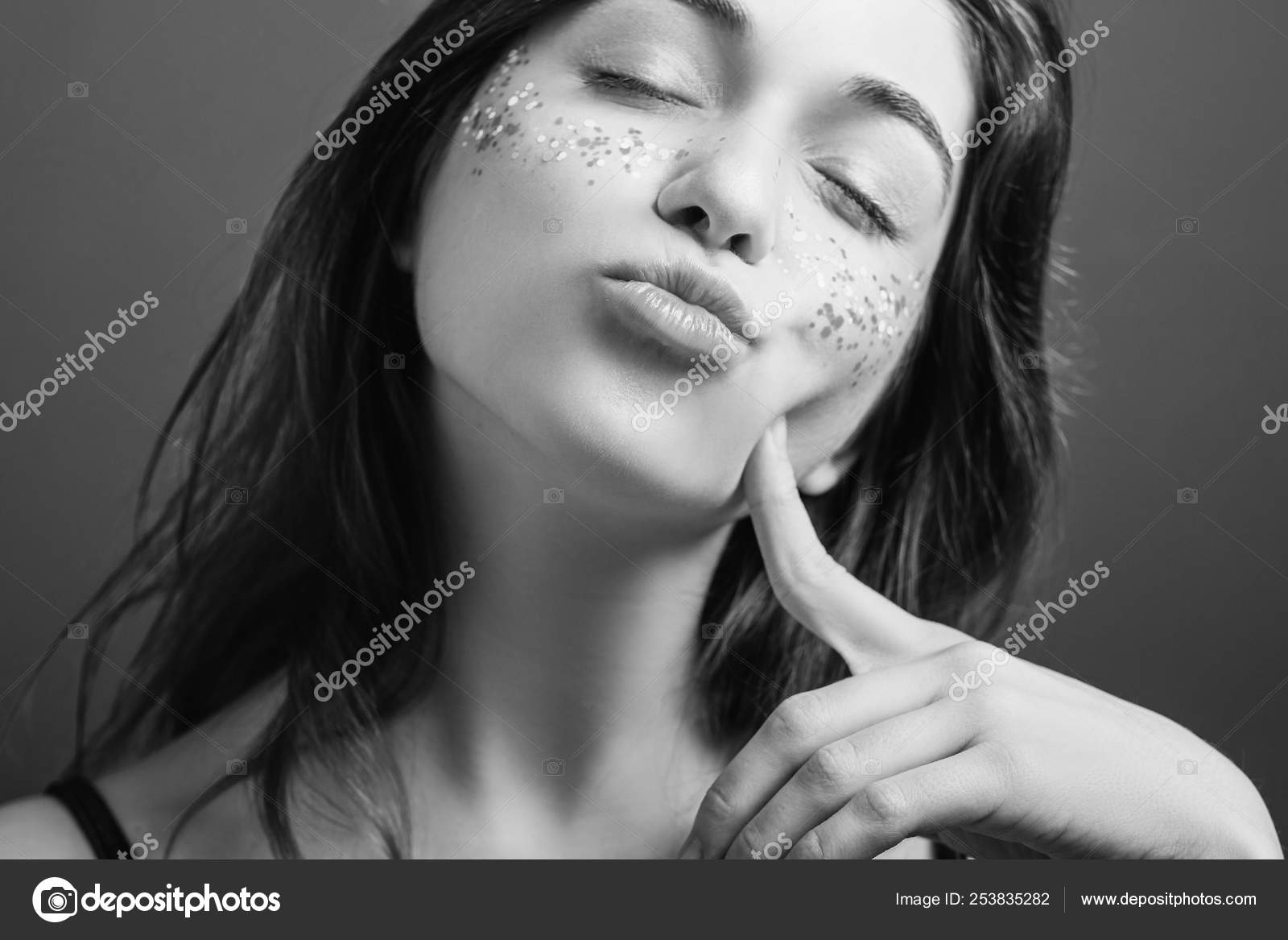 Teasing woman nature narcissist portrait pout lips — Stock