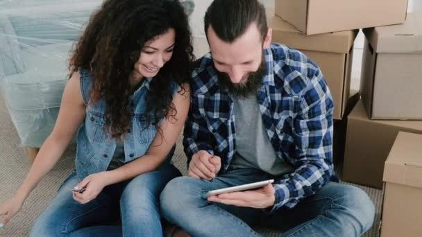 junges Paar neue Wohnung Film ansehen