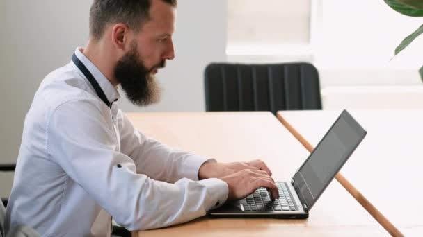 obchodní komunikace vedoucí projektu e-mail