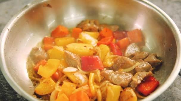 dušené přípravky potraviny vaření maso zelenina