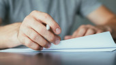 Fényképek jogi okmányok papírmunkát ember aláíró szerződés