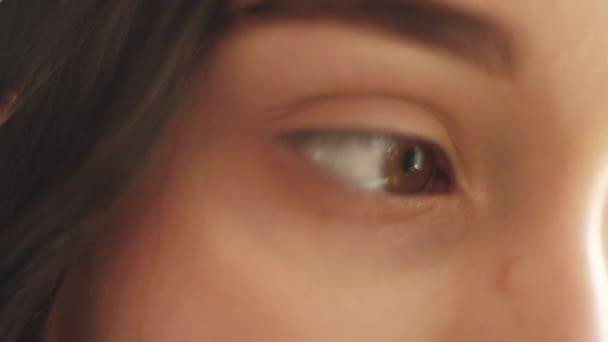 Enttäuschung Kummer braune Augen sensible Frau