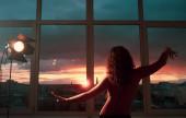 smyslný západ slunce duchovní klid žena tanec