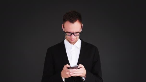 telefon problém technické služby otrávený obchodní muž