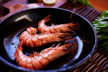 Cook fashionable expensive restaurant seafood served unusually Shrimps