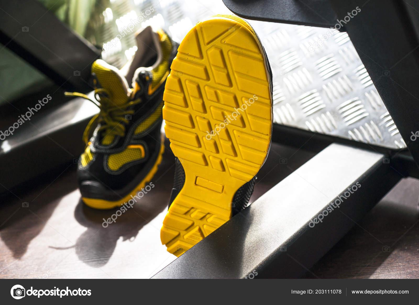 ef60d8a7930 Unbranded μοντέρνα ύπουλος στο γυμναστήριο. Μαύρο-κίτρινο. Άνετα ...