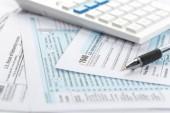Daňové formuláře, zavřete na pozadí