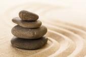Fotografie zahradní kameny Zen a hrabal písek
