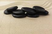 Fotografie Zen meditační kameny na písečné pozadí