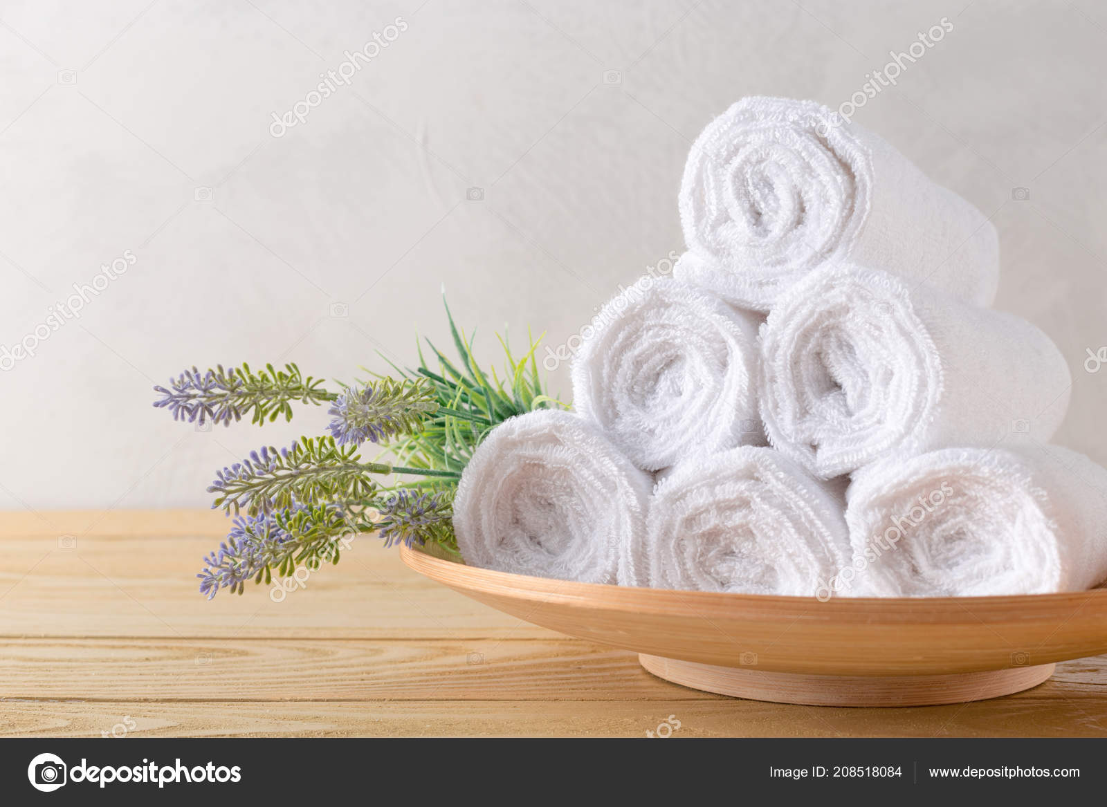 Häufig Handtücher Rollen Mit Blume — Stockfoto © Fotofabrika #208518084 LE58