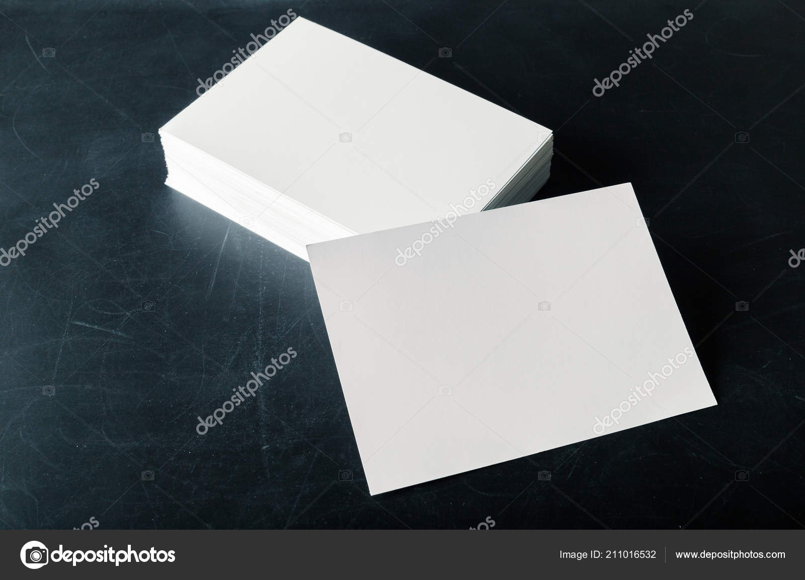 Unterstützt Papier Leer Visitenkarten Auf Dunklem