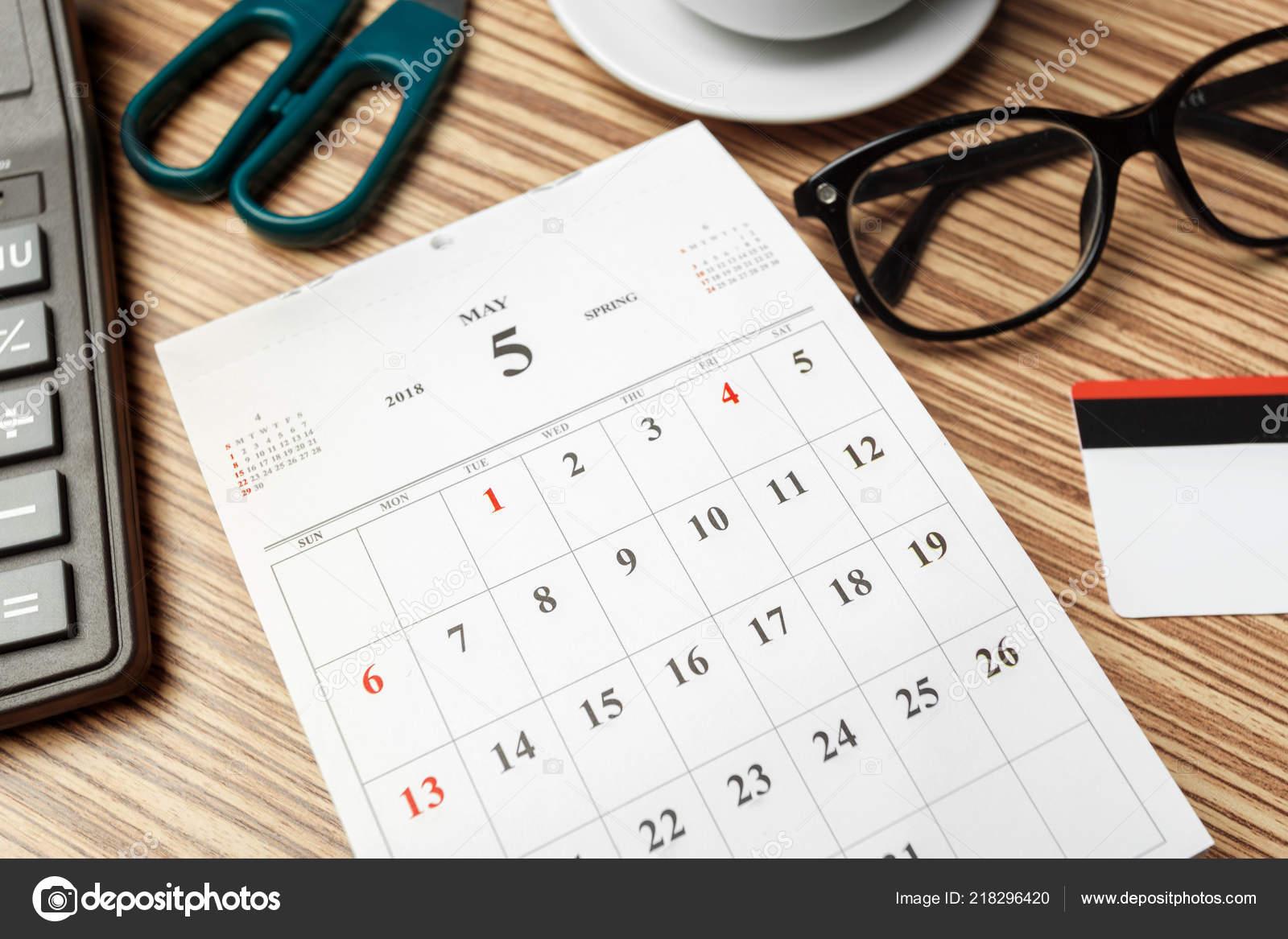 Apri Il Calendario.Chiuda Dello Spazio Lavoro Con Apri Calendario Foto Stock