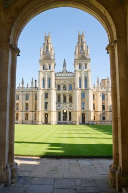 All Souls College is one of the wealthiest colleges in Oxford. The historical building is very famous and beautiful