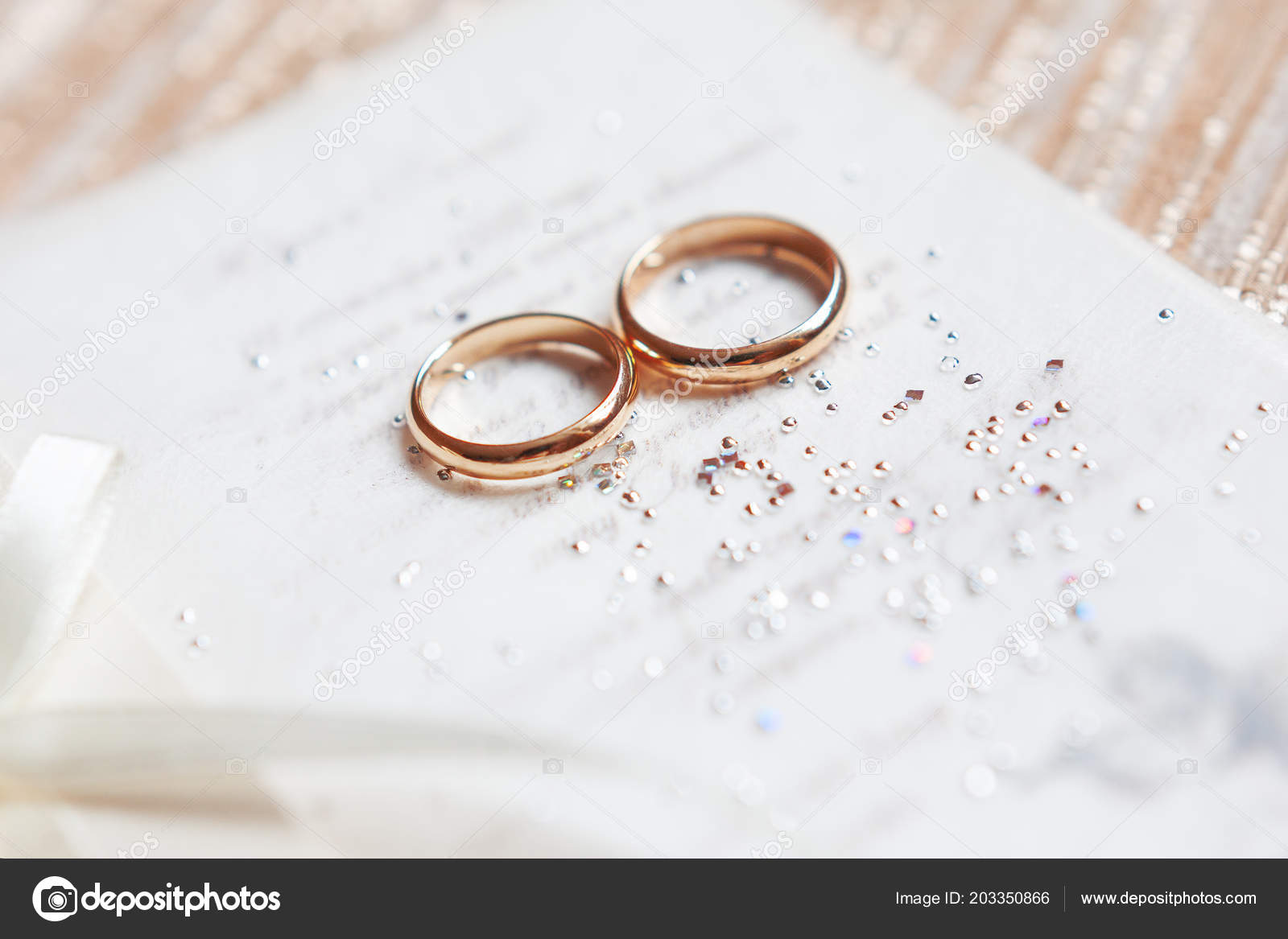Goldene Hochzeit Ringe Auf Papier Einladung Mit Glanzenden